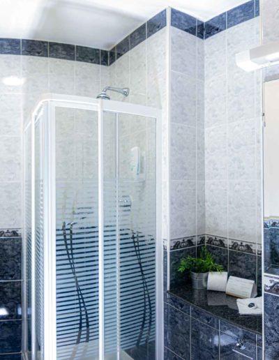 Bathroom-shower-Dublin-Citi-hotel